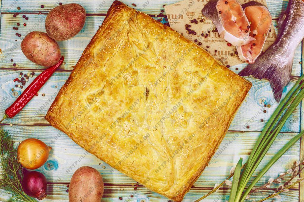 Пирог из слоено дрожжевого теста с горбушой и картофель